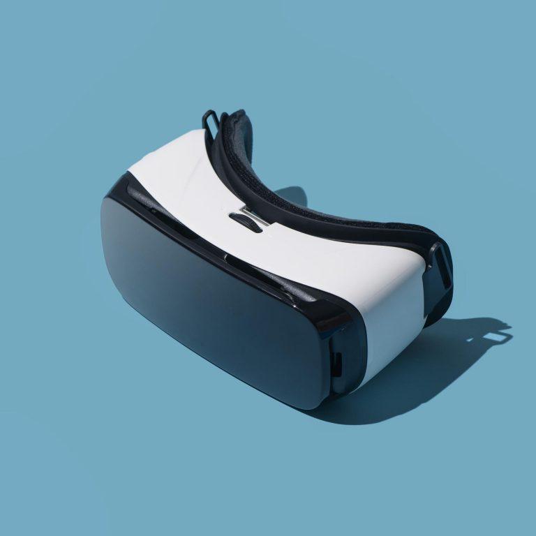 virtual-reality-headset-WGFRAKB-compressed.jpeg